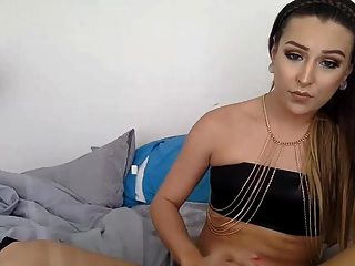 Sexy Shemale On Cam.