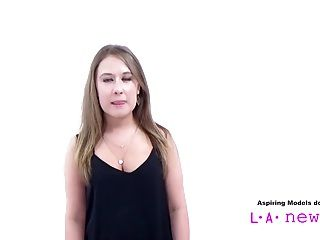 Teen Girl Decides To Suck Cock At Casting Audition