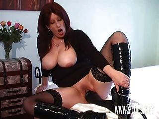 Extreme Amateur Fucking A Colossal Dildo