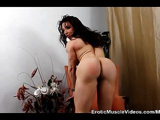 Muscle Goddess Brandimae Plays Anal