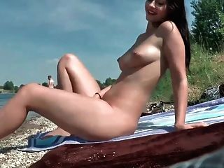 Amazing Amateur Babe Has Hot Sex By The River