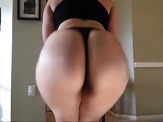 Big Booty Latina Goes Nuts - Twerk