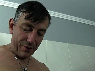Reife Swinger - German Amateur Rides Hard Cock In The Tub