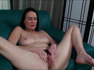 Mature Veronica Spread Pussy
