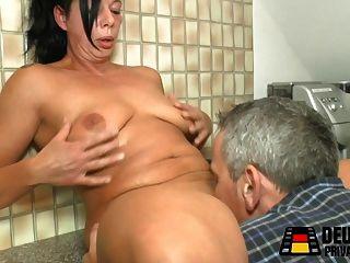 Hausfrau In Der Kueche Gefickt