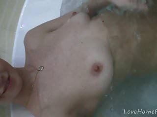 Magnificent Girl Loves Masturbating In The Bath