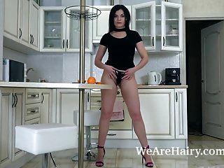 Hannah Vivienne Uses An Orange To Masturbate