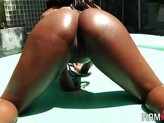 Round Booty Ebony Cutie