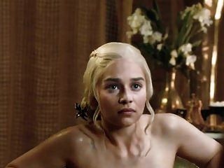 Emilia Clarke Showing Tits And Ass Getting Out Of The Tub