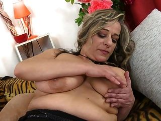 Mature Sex Bomb Mom With Big Saggy Tits