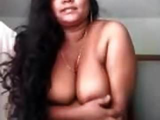 Hot Mallu Aunty Posing Nude For Boyfriend