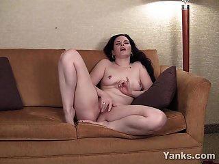 Yanks Moaning Milf Caroline Pierce