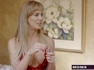 Momsteachsex- Busty Milf Gets Hot Mothers Day Threeway S8:e4