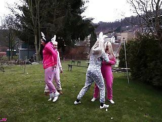 Terror Bunnys Attack - 100% Trash