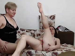 Family Camshow Mom Helps Out In Bed