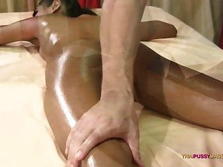 Petite Naive Thai Woman Feels Masseur Enter Her Young Pussy