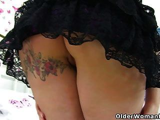 English Milf Summer Fills Up Her Holes With Dildos